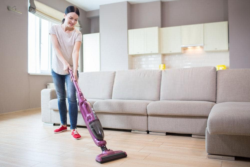 Vacuum Cleaner With Retractable Cord