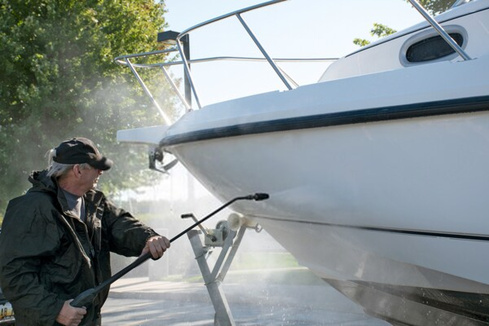 Cleaner for Fiberglass Boat